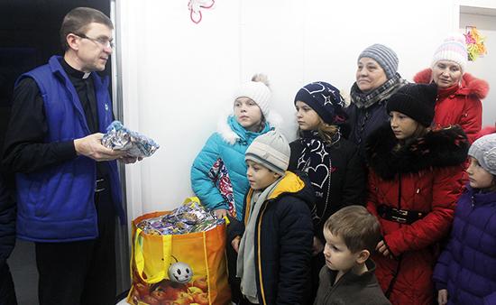 Vrecko sv. Mikuláša pre Ukrajinu naplnili deti zo Slovenska