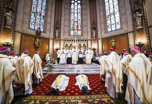 V Olomouci vysvätili nových pomocných biskupov