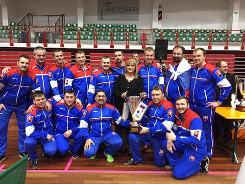 Slovenská kňazská reprezentácia získala na Majstrovstvách Európy v halovom futbale bronzové medaily