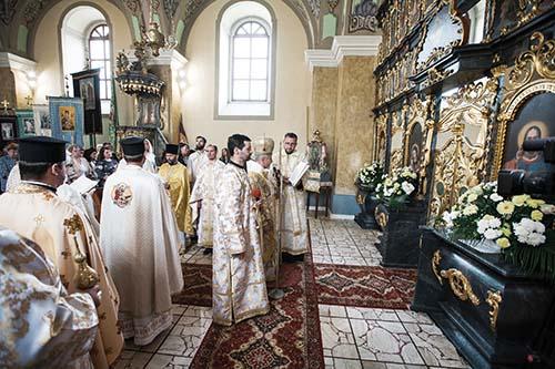 VKojšove vladyka Milan Chautur posvätil zreštaurovaný historický ikonostas