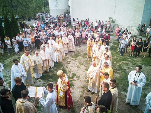 Na eparchiálnom odpuste v Sečovciach vladyka Milan Chautur posvätil novú farskú budovu