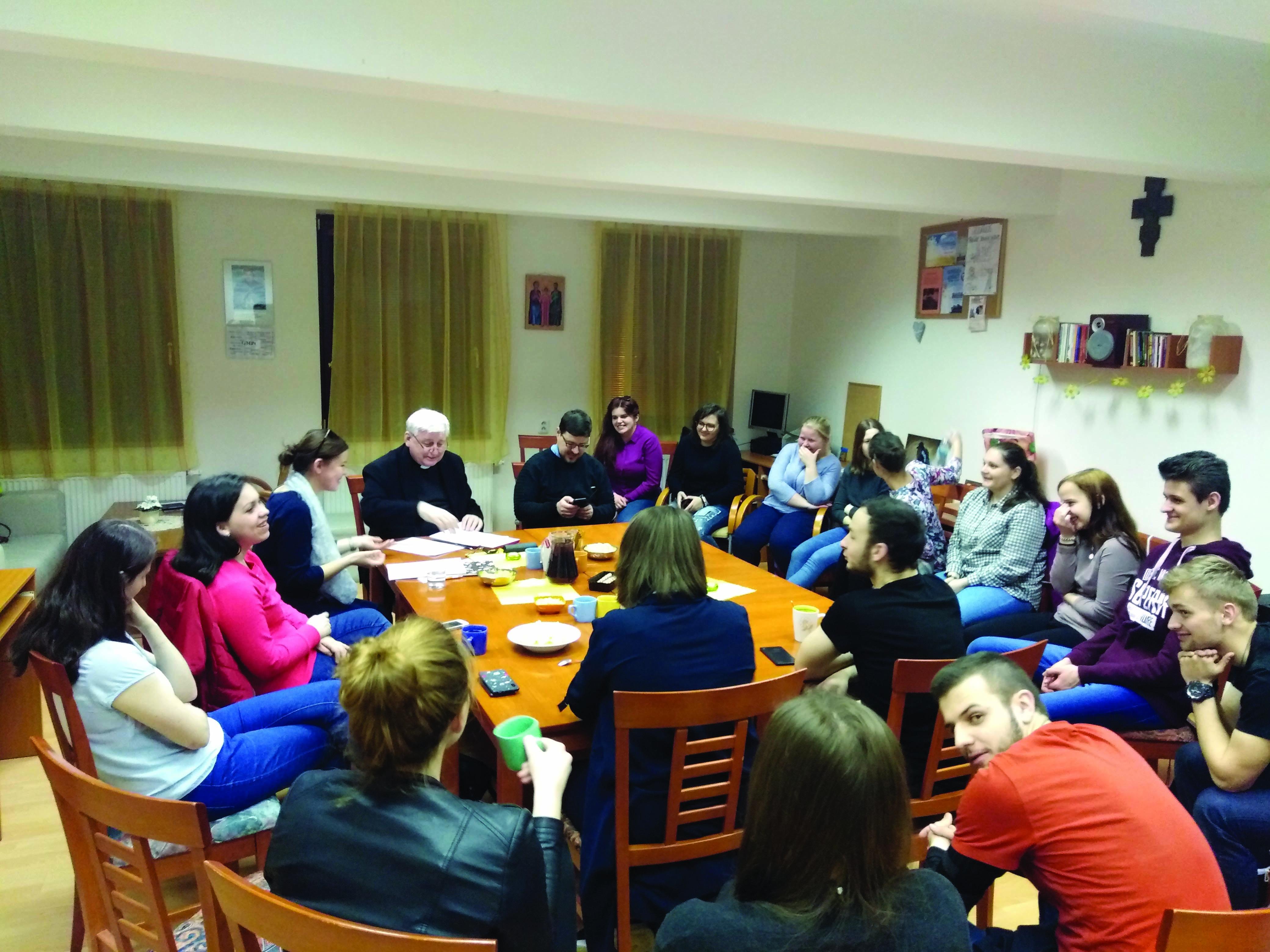 Stretnutia mladých, večery s vladykom o synode