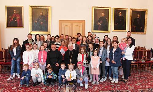 Vladyka Ján Babjak sa stretol s mladými výtvarníkmi