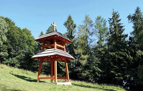 Zvonica nad Hostovicami