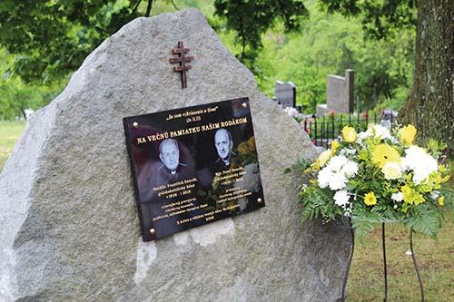 Odhalili pamätnú tabuľu dvom gréckokatolíckym kňazom