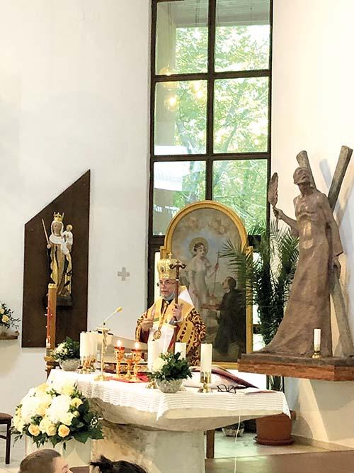 Vladyka Cyril Vasiľ navštívil veriacich na Podhradovej