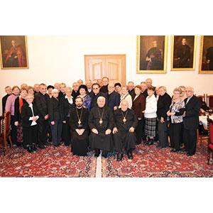 Biskupi sa stretli skňazmi seniormi aich manželkami