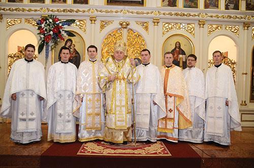 Prešovský arcibiskup metropolita Ján Babjak vysvätil v Ľutine siedmich novokňazov