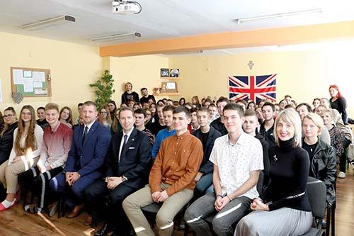 Britský veľvyslanec na cirkevnom gymnáziu